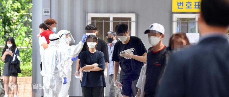 병원·헬스장·음식점…넓은 동선에 길어진 코로나 검사 줄