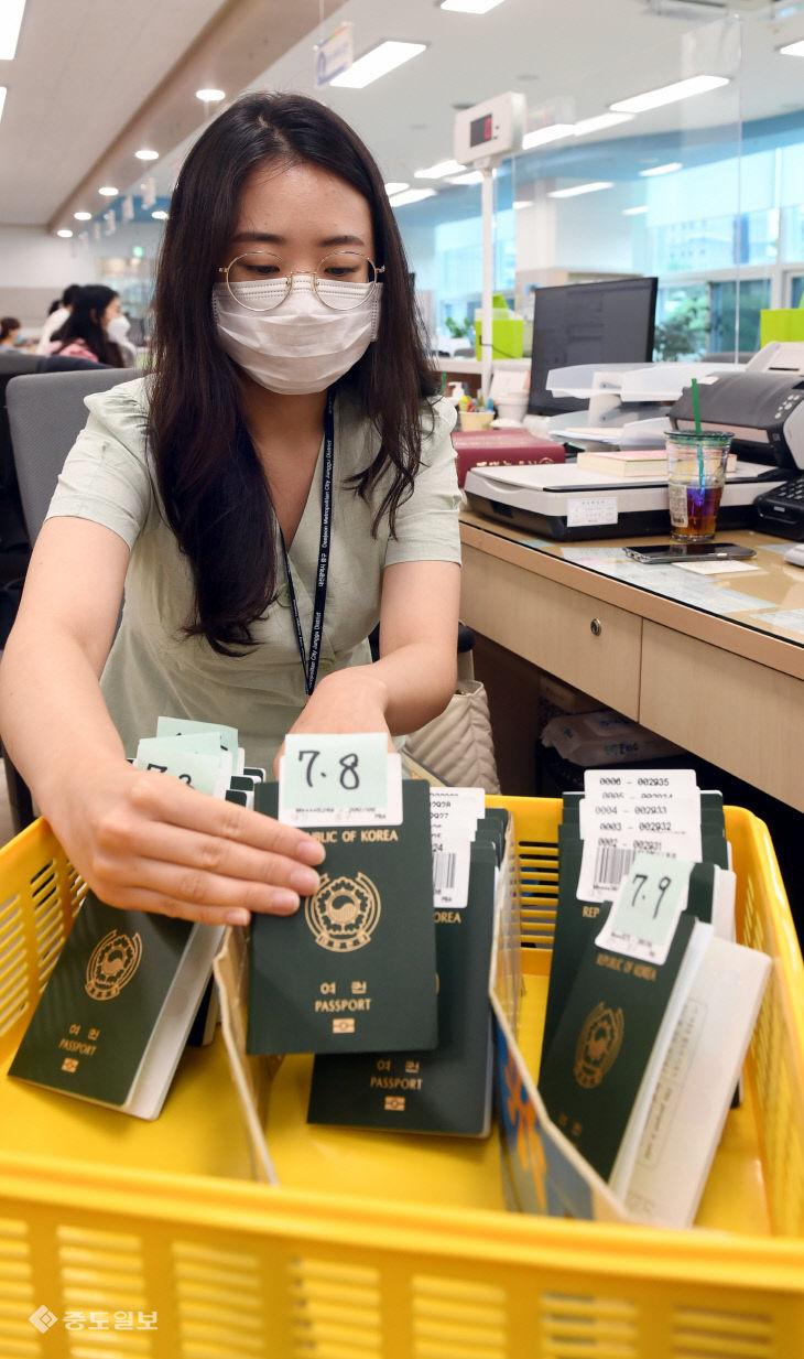 20200710-급감한 여권신청