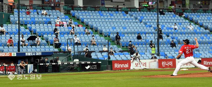 관중 입장으로 본연의 모습 찾아가는 야구장