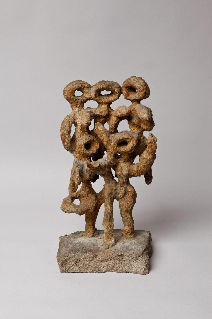 이응노, 군상, 1967, 종이, 밥풀, 32x16x12.5cm