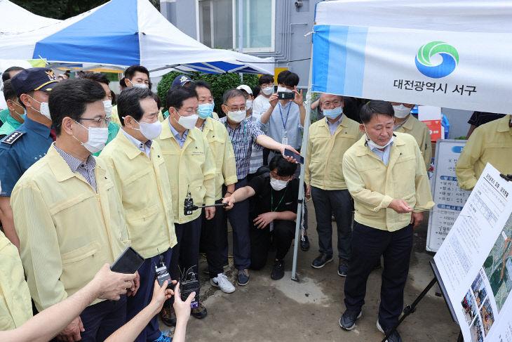 (사진보도)정세균 국무총리, 집중호우 피해현장 점검 (2)