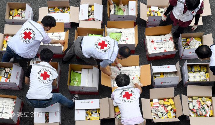 폭우 피해를 입은 이재민들을 위한 구호물품