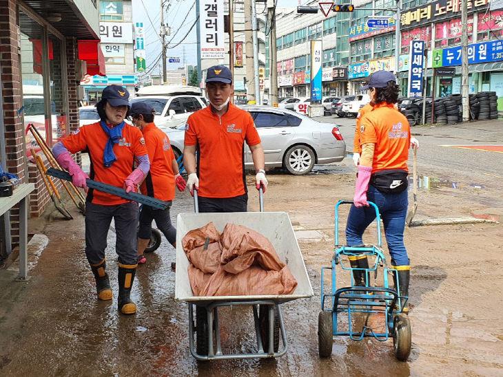 사본 -의용소방대 침수피해복구지원 활동 사진 - 송악읍 3