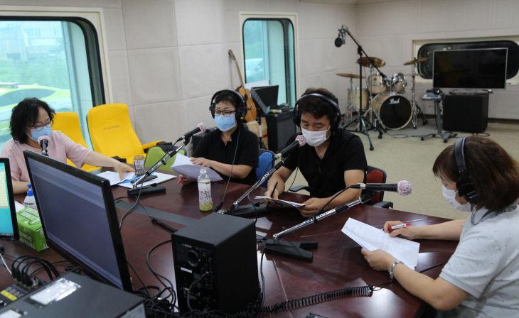정산119안전센터장 라디오 방송 출연 모습
