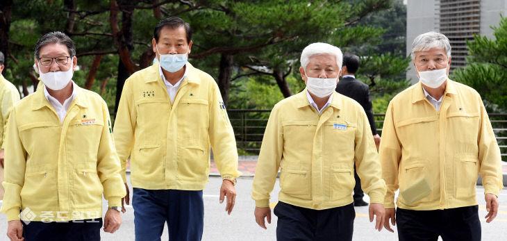 용담댐 방류 피해 지역 단체장, 한국수자원공사 항의 방문