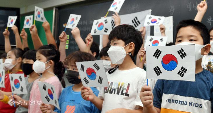 광복절 앞두고 나라사랑의 의미 배우는 대전 둔산초 학생들