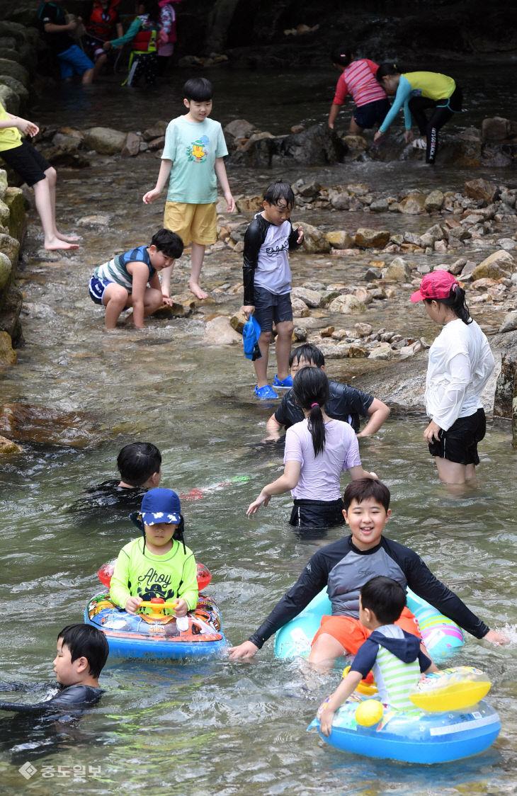 '여기가 천국이로구나'…물놀이에 신난 아이들