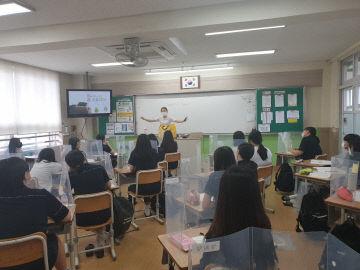 사진자료(온양여자중학교, 교과 진로 캠프 운영) (2)