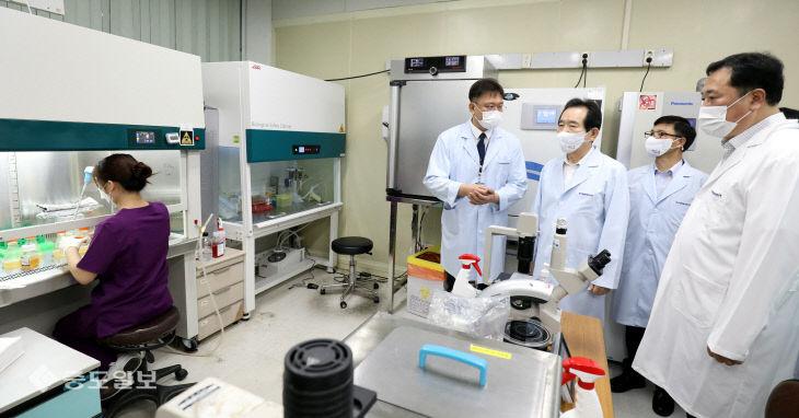 한국생명공학연구원 대전본원 찾은 정세균 국무총리