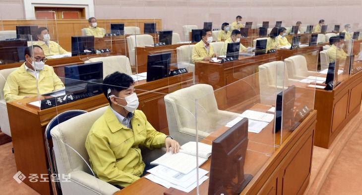 투명칸막이 설치된 대전시의회에서 열린 제253회 임시회 제2차 본회의