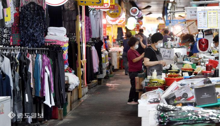 대전 코로나19 확진자 계속 발생…한산한 전통시장