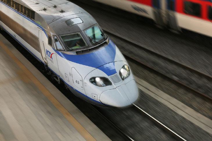 코레일 열차 달리는사진