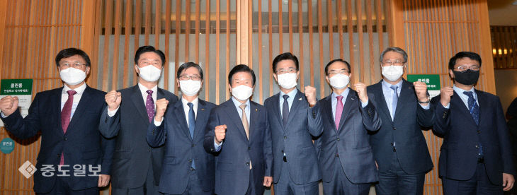 박병석 국회의장, 공공기관장 만나 지역인재채용 의무화 논의