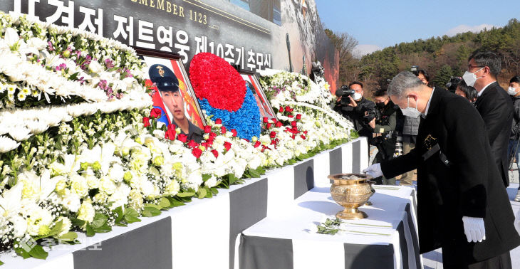 [영상]연평도 포격전 전투영웅 10주기…'잊지 않겠습니다'