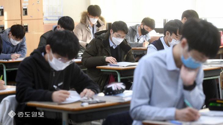 대학수학능력시험 D-10, 막바지 공부에 집중하는 고3 수험생