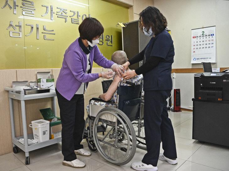 01-1 음성군, 코로나19 백신접종 '음성요양병원'부터 시작