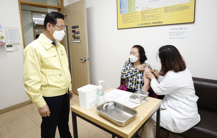 이차영 괴산군수, 백신접종 현장 방문