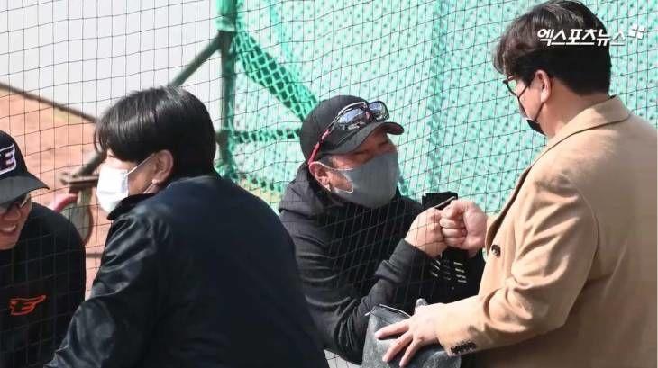`이글스 레전드` 김태균, 한화 연습경기에 선수들 향한 애정 어린 인사