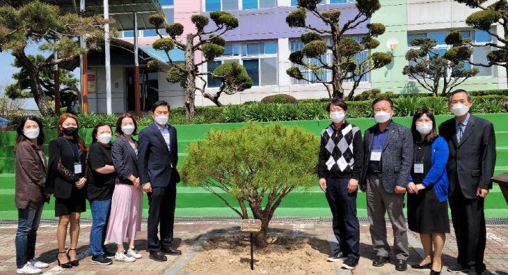 [보도사진3]제24기 논산여중운영위원회 기념식수로 출발