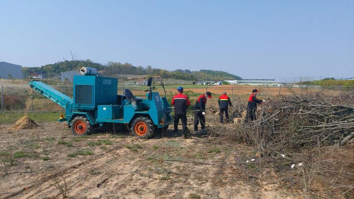 03_산불취약지 영농부산물 파쇄작업 모습