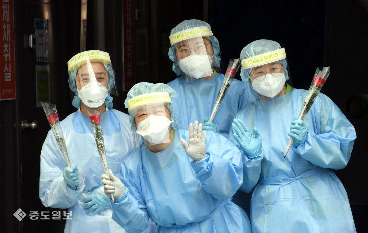 내일은 국제 간호사의 날…'백의 천사 헌신 감사합니다'