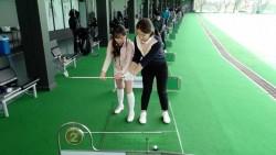 [영상]막대기 하나로 골린이 스윙자세 바로 잡는다! 레슨프로 박현경과 함께하는 골프로그(4) 테이크어웨이